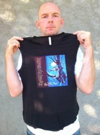 обложка музыкального альбома на футболке