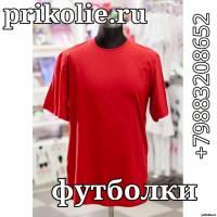 Красная однотонная футболка без рисунков и без надписей