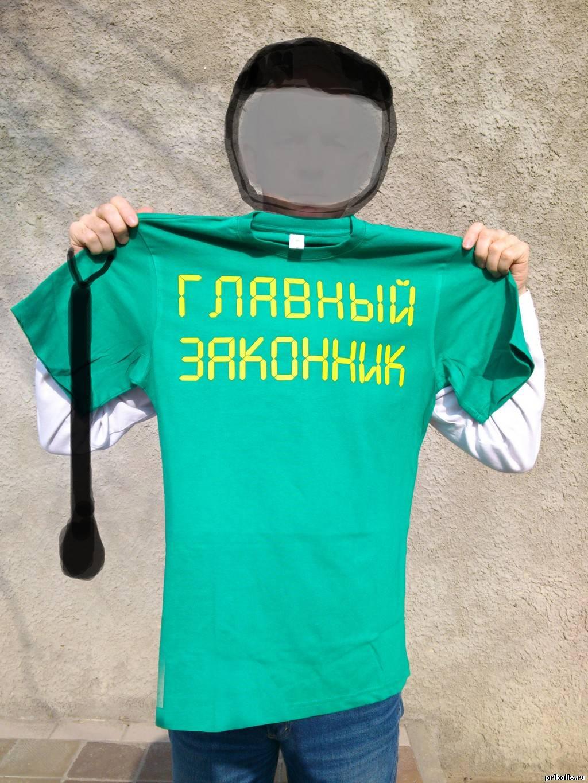 прикольная наклейка на футболку