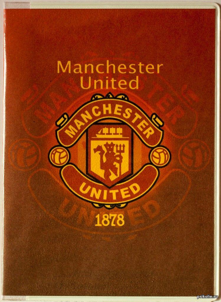 Эмблема ФК Манчестер Юнайтед на обложке для паспорта